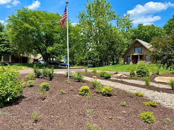 One of Wycliff's beautifully landscaped common areas