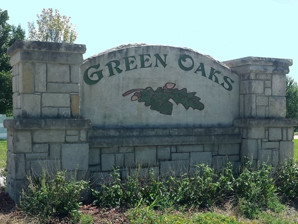 Entrance sign for Green Oaks subdivision