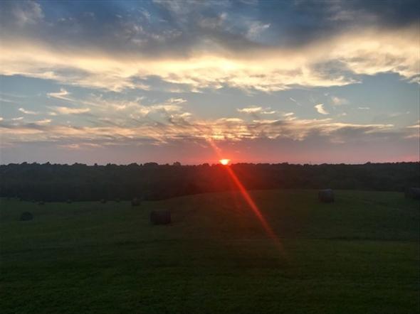 Breathtaking sunset in Parkville