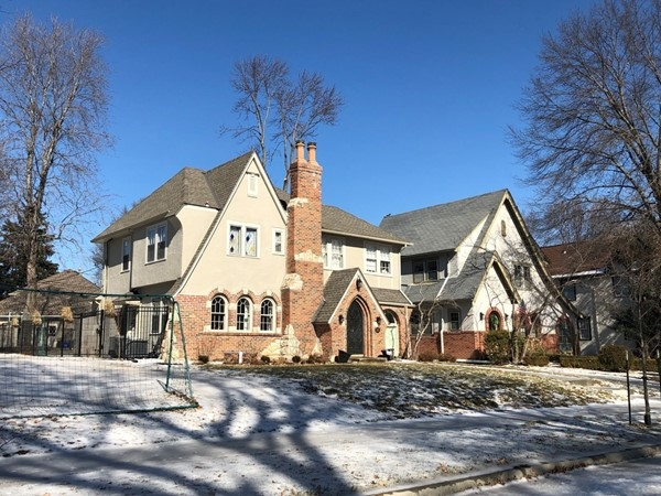 Gorgeous Tudor home in Romanelli Gardens. Fabulous with tons of families and small kiddos
