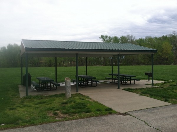 Picnic area at Heritage Park in Smithville