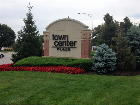 Great shopping and restaurants in Town Center Plaza