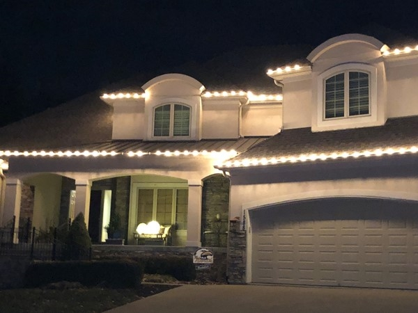 More homes with gorgeous lights waiting on Santa