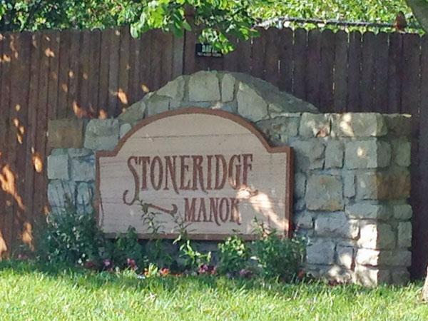 Stoneridge Manor: Quick access to Shawnee Mission Park, Ad Astra Park & the Aquatic Center.