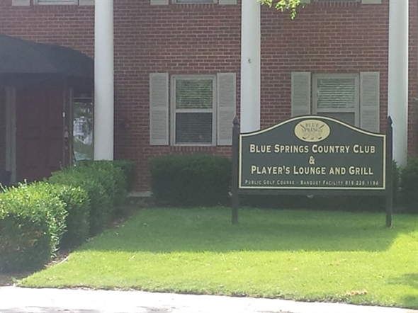 Blue Springs Country Club entrance