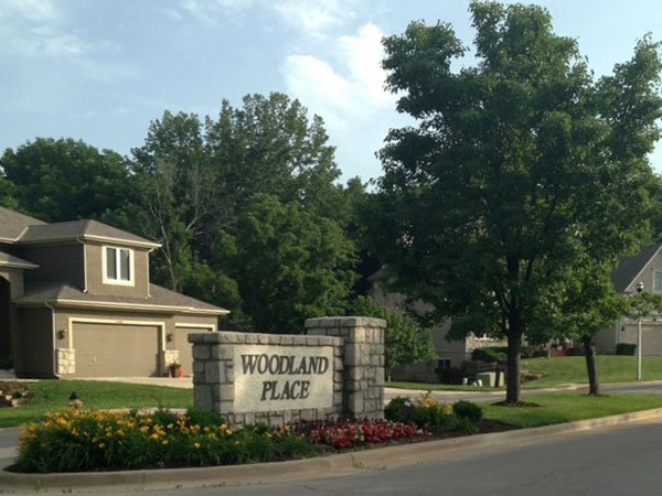 Woodland Place: Excellent community pool and easy access to nearby highways