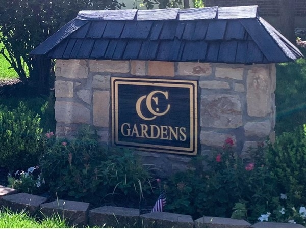 Country Club Gardens entrance from Duncan Road