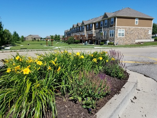 Picnic area and trail at Rock Creek Townhomes in Overland Park