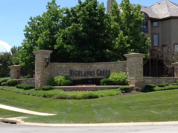 Highlands Creek Entrance, Leawood, KS, in the Blue Valley School District