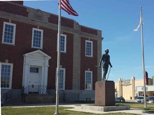 East view of Historic Jackson County Courthouse with statue of Harry Truman