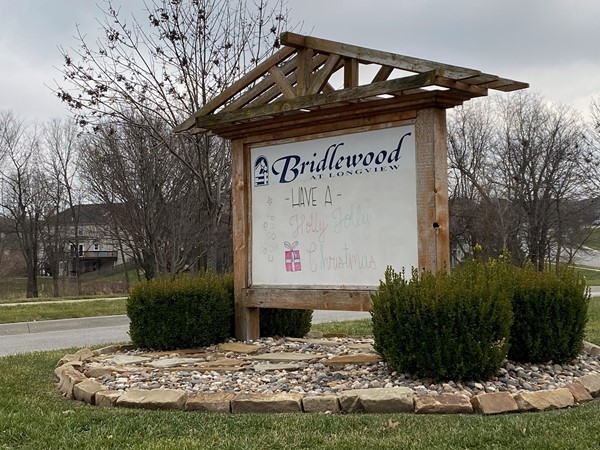 Second entrance sign to Bridlewood