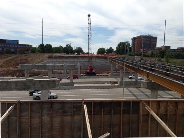 Bird's eye view of I-435 and Roe bridge work