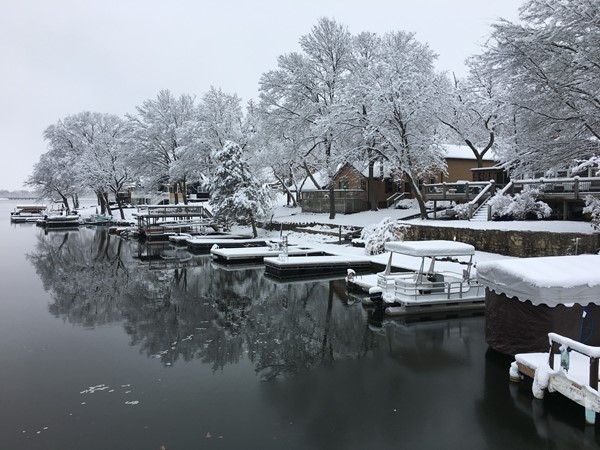 Winter wonderland in this Lake Tapawingo cove