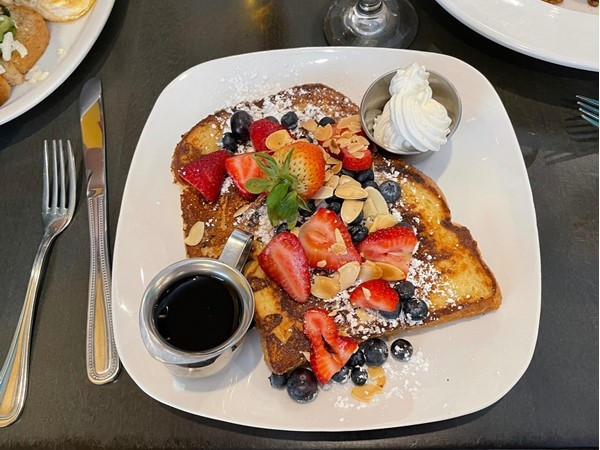 Yummy, delish French toast at Aroma Bistro.  As you can see, it's loaded with fresh fruit and nuts