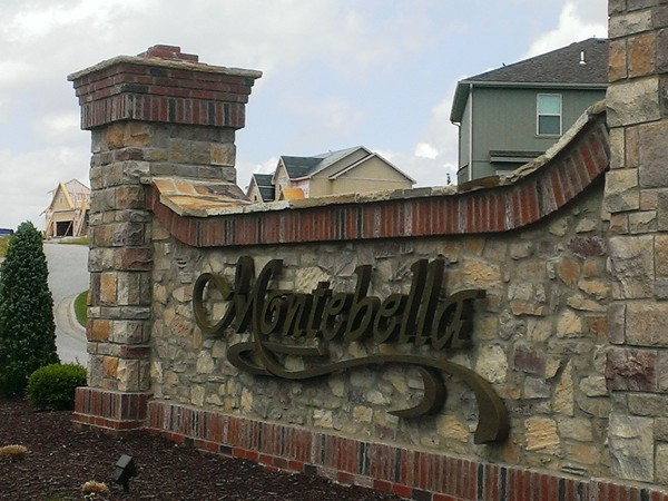 Beautiful entry to Montebella in Riverside