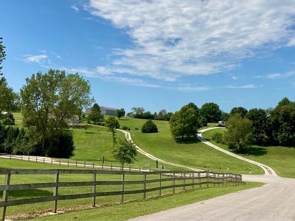 Gorgeous rolling hills in Country Hills, Liberty MO