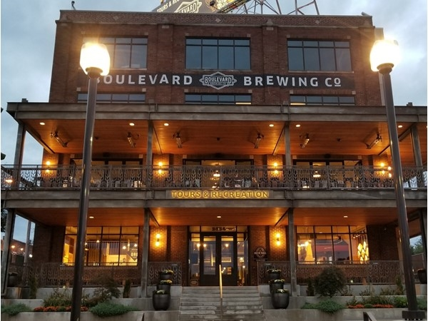 Boulevard Brewing Co is such a cool place! Love the atmosphere and the beers are delicious