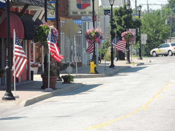 Downtown Merriam is sporting patriotic colors for the 4th!