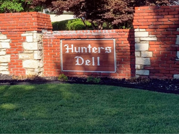 Entrance to Hunter's Dell at 4th Street Place off of Duncan Road facing west