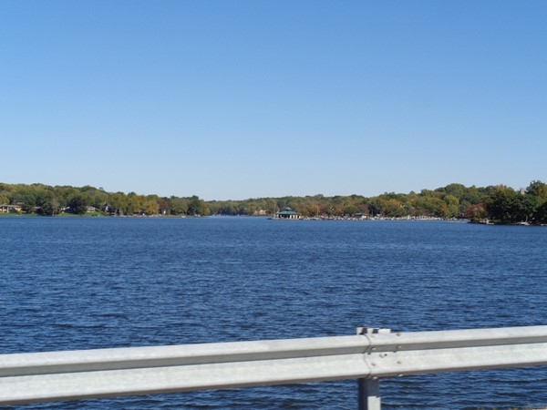 Beautiful fall day in Weatherby Lake