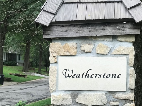 Weatherstone boasts a very accessible neighborhood. Just minutes away from dining and leisure