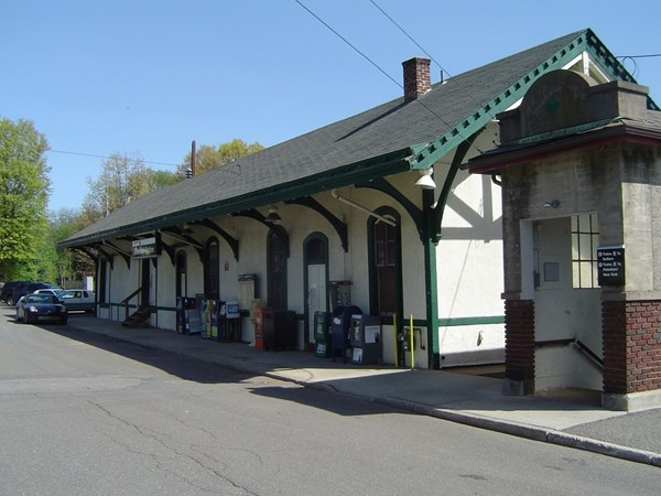 Allendale Train Station - Easy Access to NYC