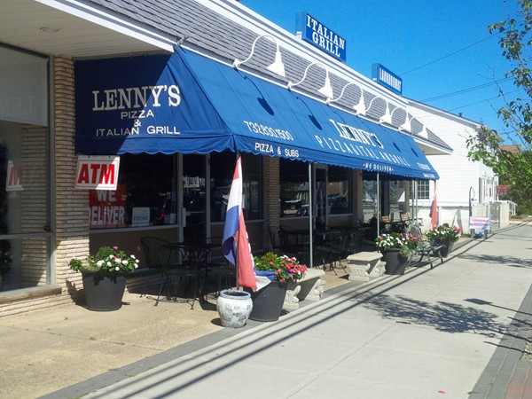 Outside dining at Lenny's