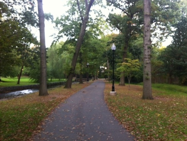 Beautiful Memorial Park in Nutley.  Great for walking !