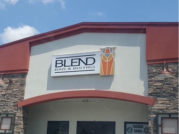 Blend is a quaint bar with craft beers on tap. Yummy appetizers! Great burgers too