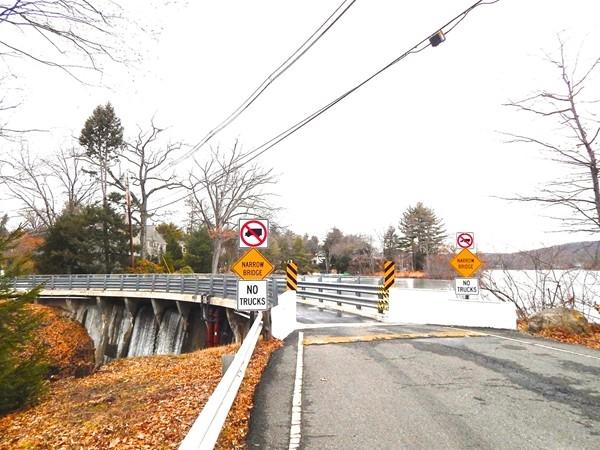 One lane bridge at Pines Lake