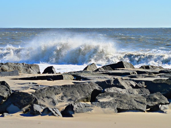 Rough surf after winter storm Jonas