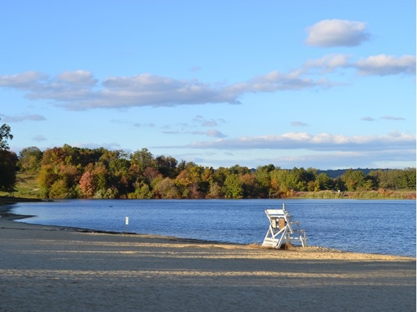 If you're looking for a peaceful place to get away with some fall foliage, try out Round Valley