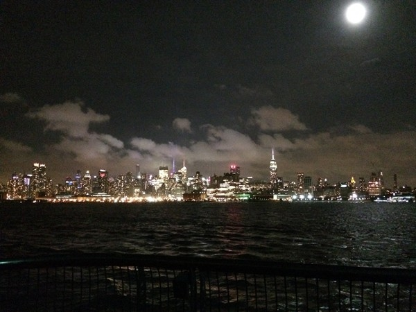 Breathtaking view of the Manhattan skyline from Pier 13