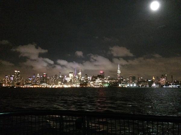 Breathtaking view of the Manhattan skyline from Pier 13
