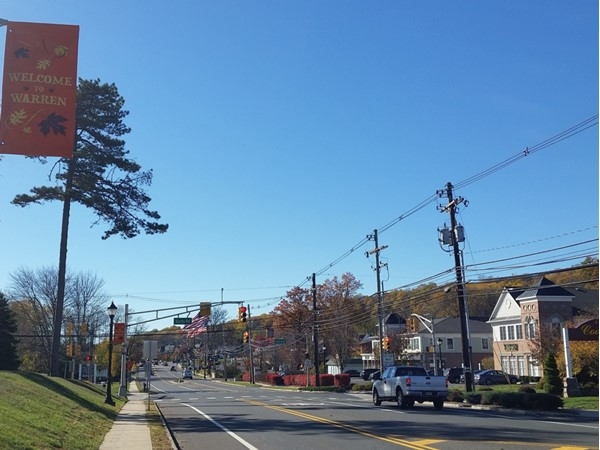 The downtown district in Warren, at the intersection of routes 651 and 527