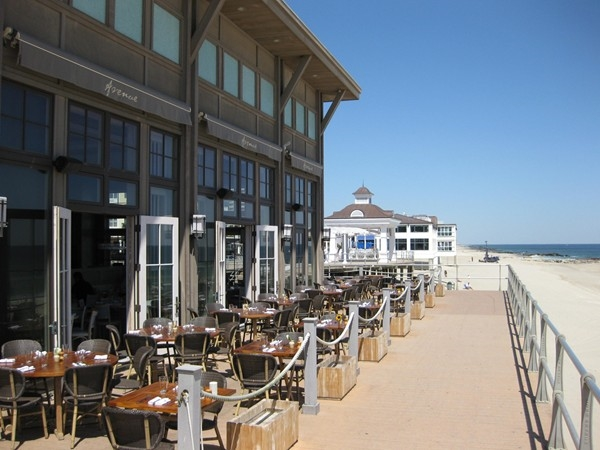 Have a bite or a drink overlooking the ocean at Pier Village