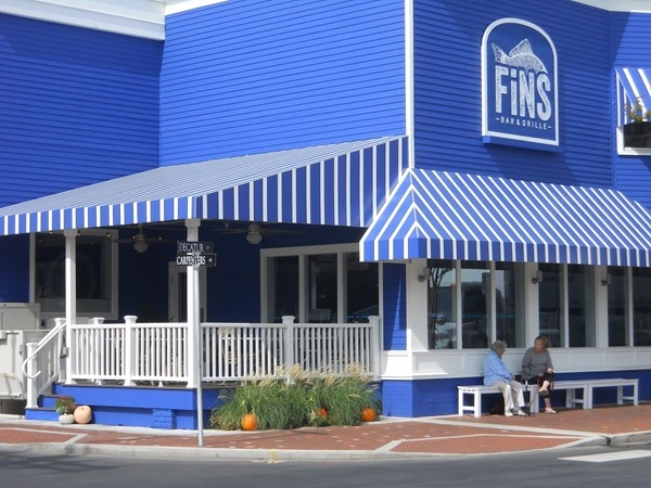 Fins Bar & Grille - a new restaurant near Washington Mall