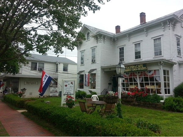 Shopping and dining on Broad St. in Hopewell Borough
