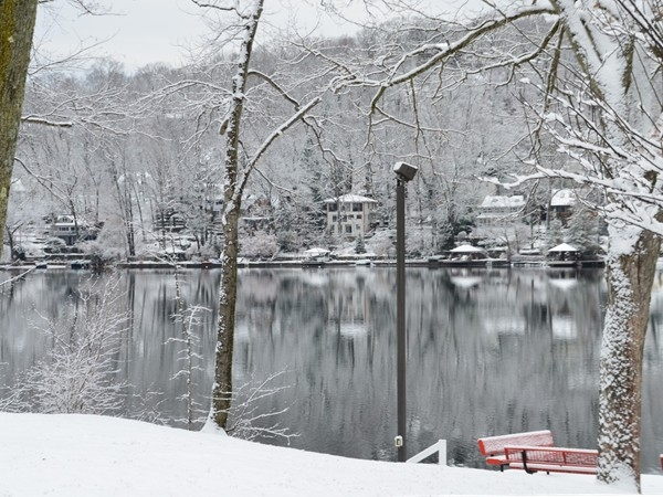 Snowy Main Beach - Erskine Lake