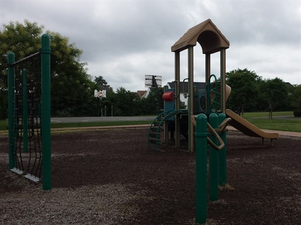 Veteran's Park playground and basketball court