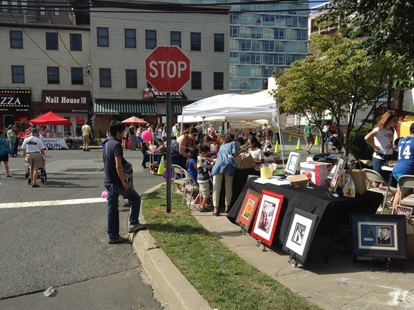 "Edgewater ""Old River Road"" Arts Festival. Artists display their work, bands play, all enjoy"