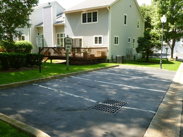 Stonybrook Manor - Guest parking available