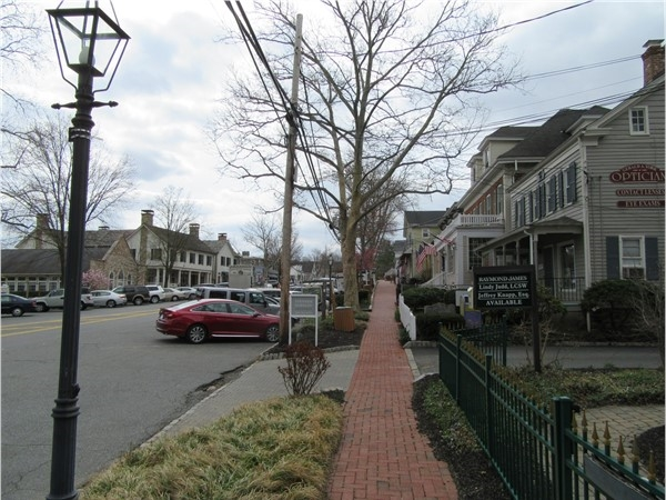 Downtown Basking Ridge has cozy shops and restaurants along South Finley Avenue