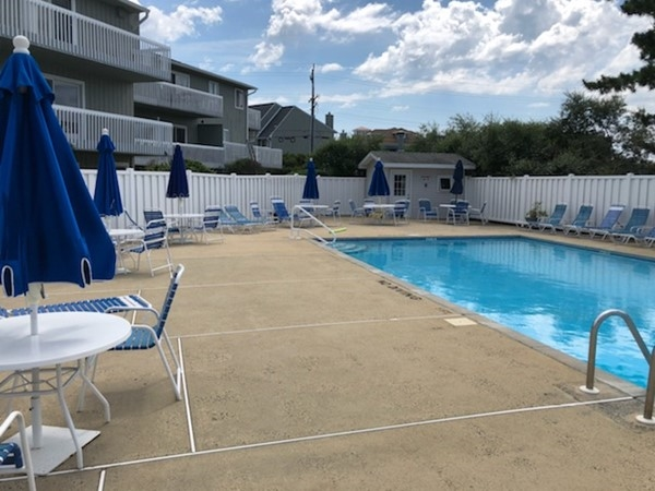 Pool access at Island View