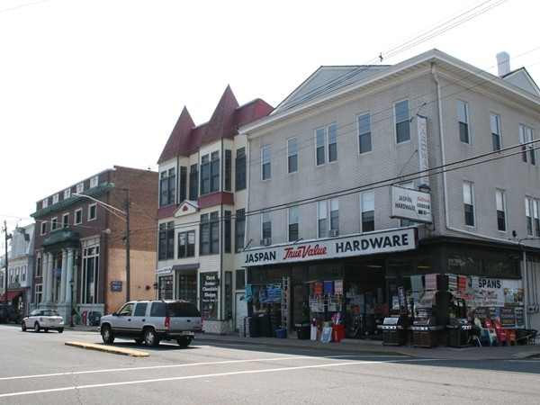 Brielle residents enjoy nearby downtown Manasquan