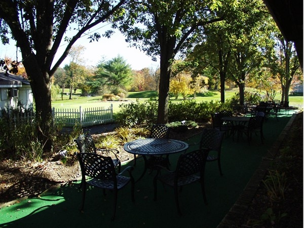 Al fresco dining at River Vale Country Club