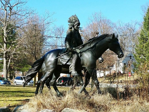 Native American statue in Modick Park
