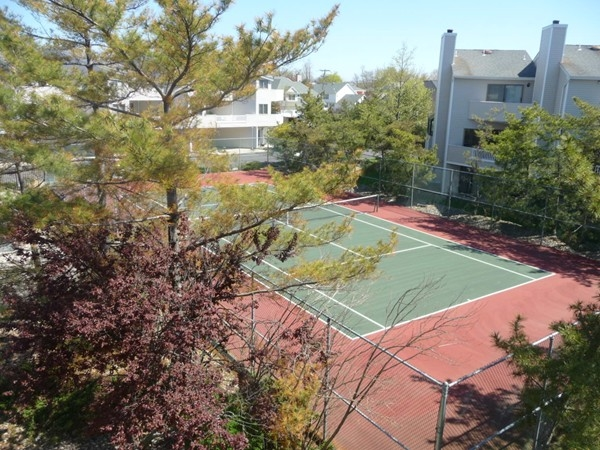 In addition to a pool, Sea Winds in North Long Branch, has a community tennis court.