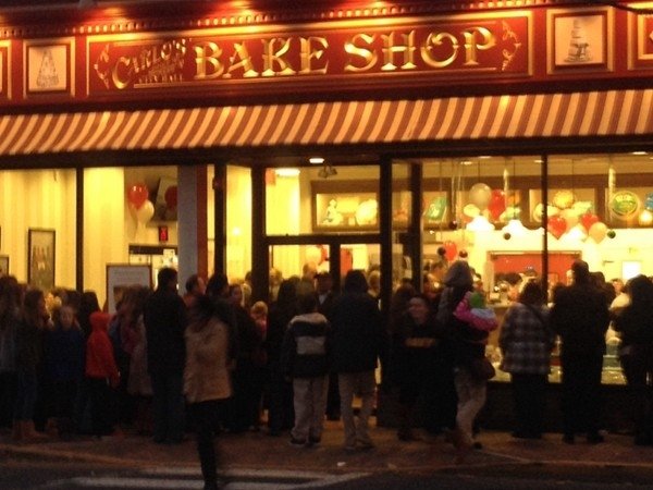 Cake Boss comes to Red Bank with a line around the corner!