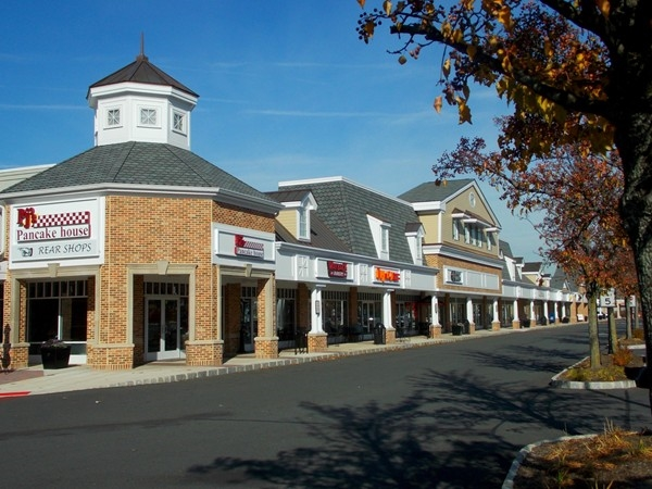 Windsor Plaza -- downtown shops in West Windsor walking distance to the train station